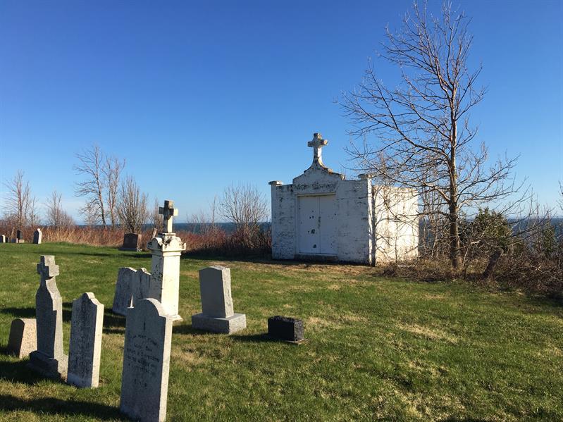 Le respect dû aux morts se perd au Québec et dans le monde... - Page 2 Charnier